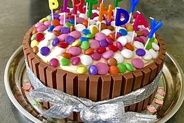 Bunter Kit Kat Geburtstagskuchen Mit Frischkäsecreme