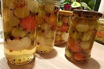 Süßsauer eingelegte grüne Tomaten