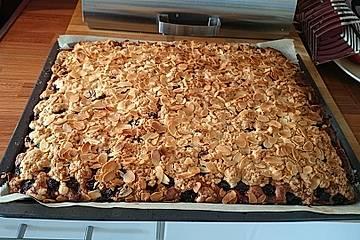 Amaretto-Kirsch-Streuselkuchen