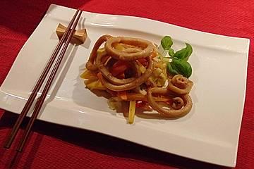 Tintenfisch in Teriyaki mariniert auf europäischem Wokgemüse