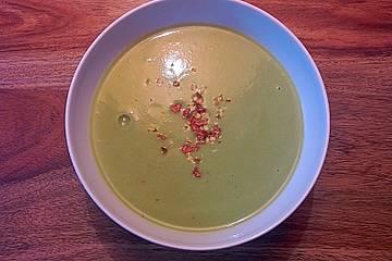 Cremige Brokkoli-Cashew-Suppe
