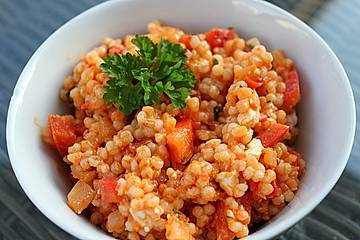 Perlgraupensalat mit Ajvar und Feta
