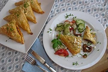 Blätterteig mit Gyrosfüllung und Feta-Käse