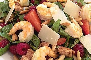 Rucola-Salat mit Shrimps und Erdbeeren