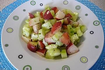 Gurken-Weinbergpfirsich-Salat