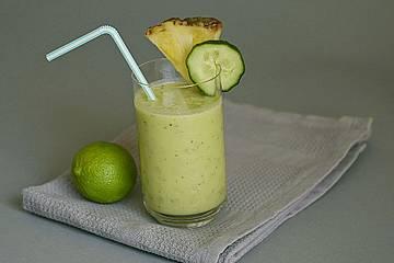 Kokos- und Ananaswasser zur Gewichtsreduktion