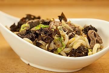 Gebratene Udon-Nudeln mit Rindfleisch