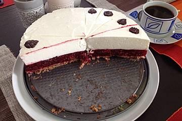 Joghurt-Beeren-Torte mit Keksboden