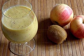 Orange-Kiwi-Kefir Smoothie mit Apfel