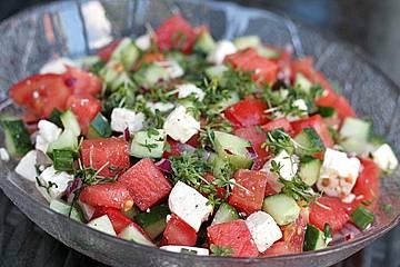 Wassermelonensalat mit Feta, Gurke und Tomaten