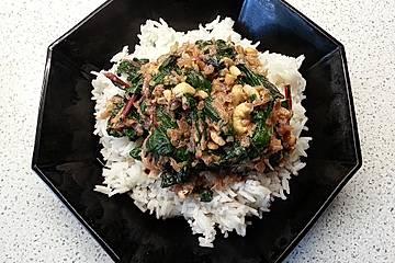 Mangoldgemüse zu Bandnudeln oder Reis