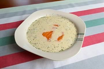 Gurken-Sahne-Suppe mit Lachs