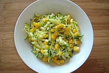 Zucchinisalat mit Mais