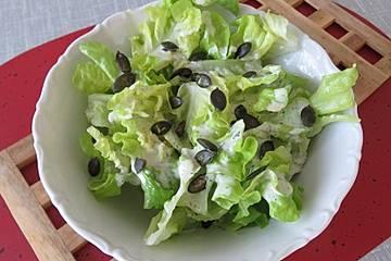 Eichblattsalat mit Quarkdressing und Kürbiskernen