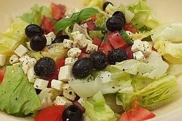 Eisberg-Tomaten-Gurken-Salat
