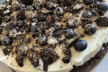 Heidelbeer-Quark-Torte mit Oreo- und Brownieboden
