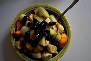Veganes leckeres Vollkorn-Porridge mit Früchten