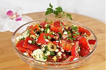 Paprika-Feta-Salat  mit Knoblauch und Oliven