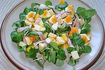 Fruchtiger Feldsalat mit Mango und Schinken