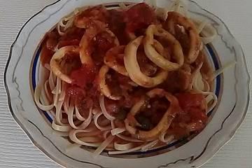 Spaghetti Puttanesca mit Tintenfischringen