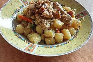 Gnocchi-Gemüse-Pfanne mit Putenbrust