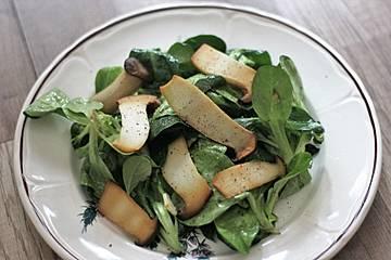Kräuterseitlinge auf Feldsalat