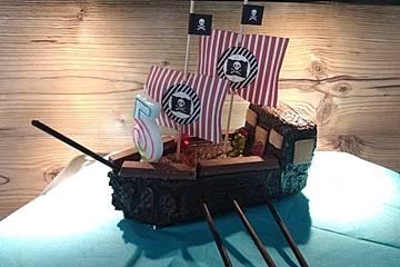 Piratenschiff-Geburtstags-Kuchen à la Dani