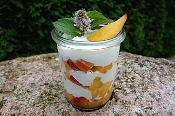 Nektarinen-Joghurt mit Amaretto