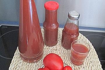 Tomatenlikör mit Blutorangensaft, Tabasco und Balsamico-Creme