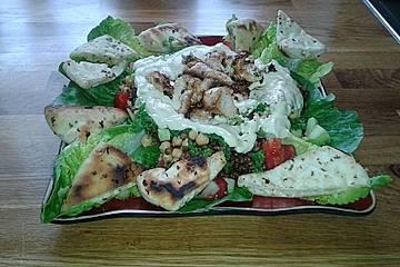 Arabischer Salat mit Kichererbsen und Linsen