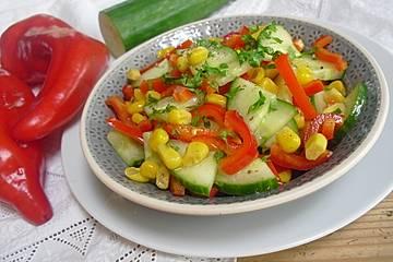 Paprika-Gurken-Mais-Salat