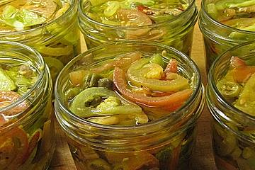 Antipasti aus unreifen Tomaten
