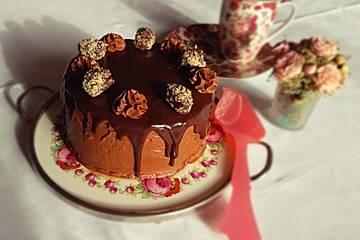 Mousse au Chocolat-Torte mit selbstgemachtem Schokoladen-Biskuitboden