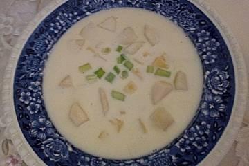 Käsecremesuppe mit Birnenwürfeln