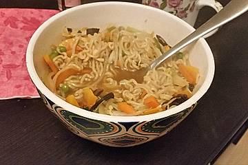 Asia Gemüse-Nudel-Suppe