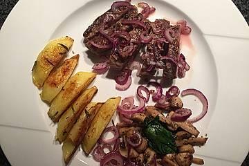 Lammfilet mit Rosmarinkartoffeln, Babyspinat, Champignons und roten Zwiebeln
