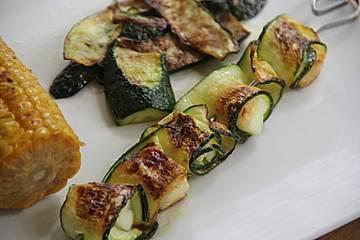 Zucchini-Halloumi Spieße
