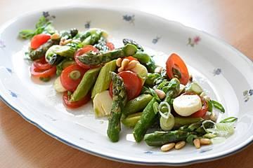 Grüner Spargelsalat mit Balsamico-Vinaigrette