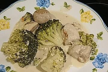 Hähnchen mit Pilzen und Brokkoli in Kokosmilch
