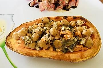 Gefüllte Süßkartoffeln mit Kichererbsen und Ziegenkäse