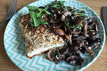 Gebratener Fetakäse mit Pilzen