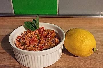 Pikanter Quinoasalat mit Tomate