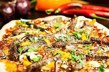 Asiatische Rindfleisch-Pizza