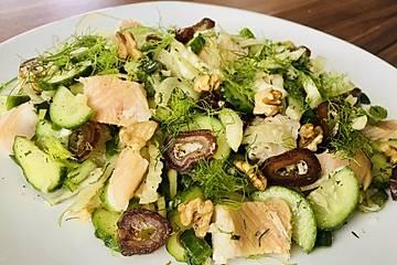Fenchel-Gurken-Salat mit Lachs und Datteln