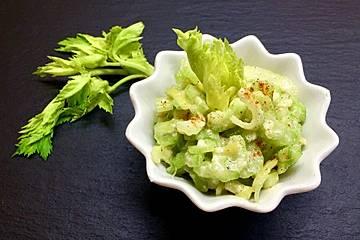 Staudensellerie-Salat