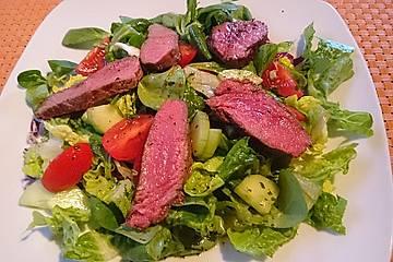 Gemischter Salat mit Rumpsteakstreifen