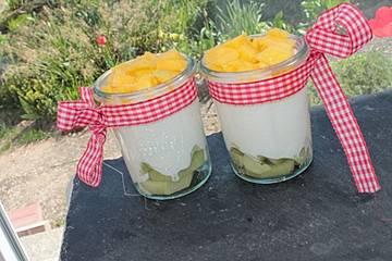 Kokos-Joghurt mit Mango und Kiwi