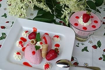 Holunderblüten-Erdbeermousse