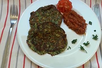 Spinat-Schafskäse Pfannkuchen mit Tomatensalsa