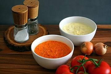 Tomatenbutter mit getrockneten Tomaten und Tomatenmark